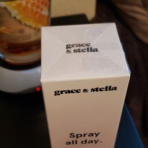 Grace & Stella Other - NEW Grace & Stella Rose Spray Full Size